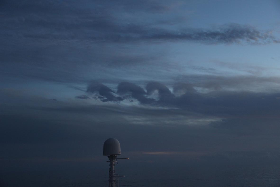 2012-10-03-standing-wave-cloud