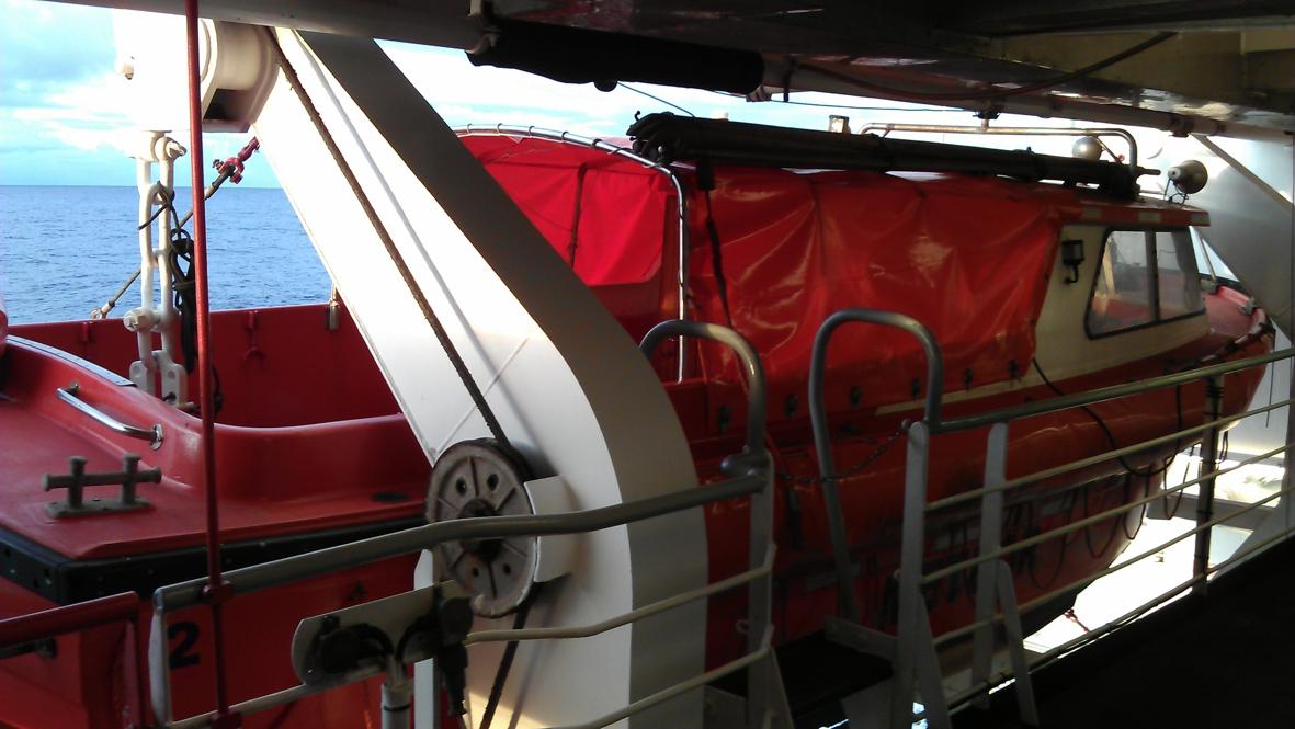 2012-10-16-lifeboat2